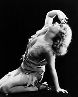 """FAY WRAY IN THE FILM """"KING KONG"""" - 8X10 PUBLICITY PHOTO (AB-791)"""