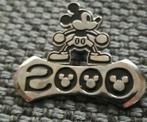 DISNEY PIN BADGE - APPLAUSE MICKEY UNLIMITED - MICKEY 2000