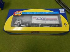 """HO Scale Athearn 91031 Ford """"C"""" & 28' Wedge Trailer, DHE Freight - NIB"""
