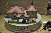 Faller Display / Aussteller Szene Maintal Kaserne Militär Schaufenster 1:87