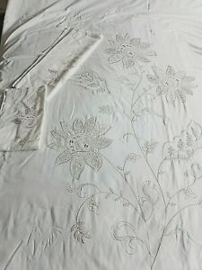 """SIGNATURE""""  BEAUTIFUL  EMBROIDERED LIGHT CREAM  KING SIZE QUILT SET, EXCELLENT"""