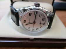 vintage  mens mid sized mechanical watch in box,,runs well date/sub dial