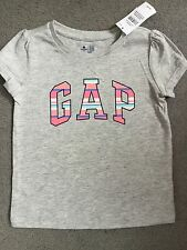 GAP - LIGHT GREY T.SHIRT WITH BRIGHT LOGO ACROSS IN PINKS/CORAL - AGE 3y BNWT