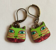 COLOURFUL CAT FACE GREEN  ENAMEL CHARM BRASS TONE EARRINGS FOR PIERCED EARS