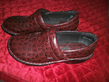 BOLO VERY GENTLY USED BROWN PATENT LEATHER LOOK ANDRIA WINE  CLOGS
