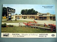 The Travelier Motel FULTON MISSOURI MO Vintage Postcard OLD CAR