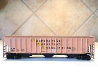 "HO Scale ""Cooperative Marketing Association"" TLDX 7634 Covered Hopper Train Car"