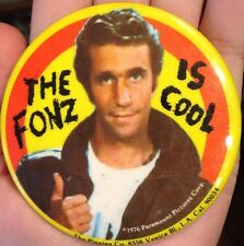 VTG 1976 THE FONZ FONZIE HAPPY DAYS PARAMOUNT PICTURES BUTTON LAPEL HAT TIE PIN