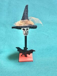 Miniature Dollhouse Halloween Skull Stand 1:12
