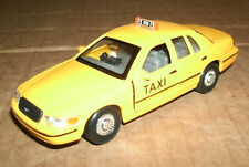 1/38 Scale 1999 Ford Crown Vic Taxi Diecast Model Cab - Welly 49762 Yellow