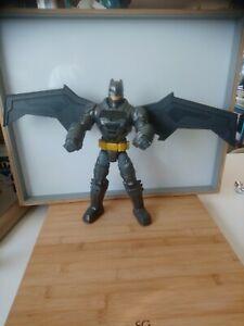 Figurine statuette Tactical Strike Batman ailes qui se déploient Mattel 2015