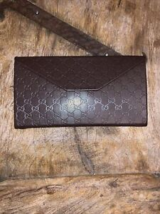 GUCCI Triangle Collapsible/Foldable Brown Logo Leather Sun/Eyeglasses Case