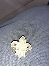 More details for boy scouts silver arrowhead round lapel badge