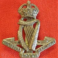 WW1 ERA BRITISH ARMY THE ROYAL IRISH REGIMENT *CAST* UNIFORM CAP BADGE