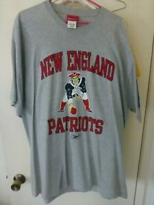 New England Patriots Retro T-Shirt  Patriot 3-point stance