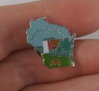 Vintage WISCONSIN Dairyland Dairy Farm travel souvenir pin button pinback  *kk