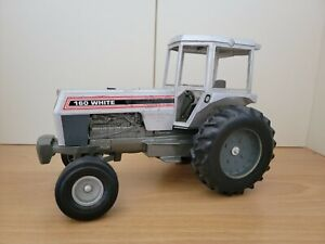 White 160 Toy Tractor Preowned Missing Exhaust Pipes See Pictures