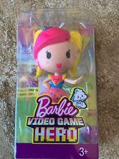 Nueva Muñeca Barbie héroe de vídeo juego vestida con cabello amarillo rosa azul/rosa