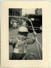 PHOTO ANCIENNE - VINTAGE SNAPSHOT - ENFANT LANDAU VOITURE CADRAGE - CHILD CAR