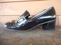 Vintage 1970s Mod Black Patent Shoes Heels estimating size 6.5 used scuffed