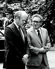 GERALD FORD WITH SECRETARY OF STATE HENRY KISSINGER - 8X10 PHOTO (BB-713)