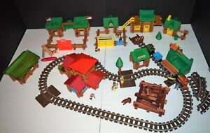 Lincoln Logs LARGE 500+ piece Lot multiple Sets 1980s-2000s Train Cowboys Indian