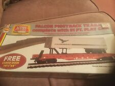 HO AHM 11103 Falcon Piggyback Trailer on Flat Car