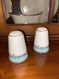 Vintage Lifetime China Co Homer Laughlin Gold Crown Salt & Pepper Shakers Set 2