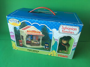 VINTAGE SYLVANIAN FAMILIES POST OFFICE AND POSTMAN SAM TOMMY 1985 NEW