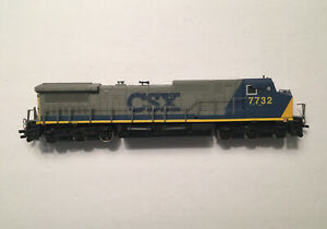 Ho Scale Bachmann Spectrum CSX Dash 8-40CW Wide Cab #7732 Used Needs New Details