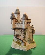 """David Winter """"Macbeth's Castle"""" Mint in original box with Coa."""