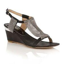 Sandali e scarpe nere Lotus per il mare da donna