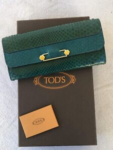 Tods Green Leather Brooch Wallet
