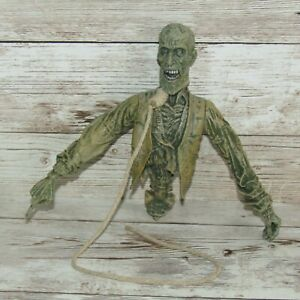 Mezco Hellboy Ivan Klimatovich Action Figure    Undead Zombie Guide with Rope