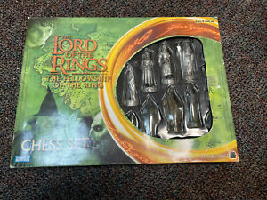 Lord of the Rings Chess Set Fellowship of the Ring Game Parker Brothers Complete