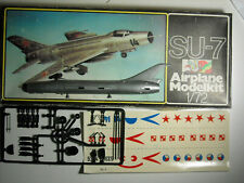 Veb Plasticart flugzeug-modelbaukasten Sukhoi Su-7 2 colors 3 decals 1:72 Nib