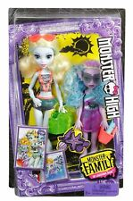 Monster High Monster Family Lagoona Blue and Kelpie Blue Dolls 2 Pack fcw82