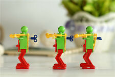 Real Ritzy Child Plastic Clockwork Spring Wind Up Dancing Robot Toys Gift bos ff