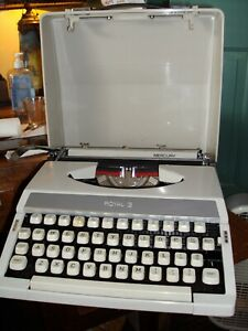Vintage 1970s Royal Mercury Portable Tested Typewriter w/Hard Cover Case D2