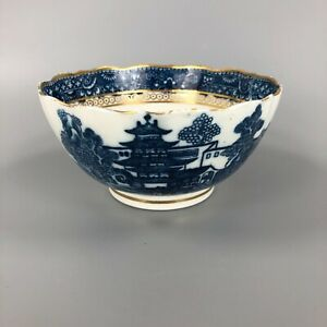 """A Late 18thc. Caughley """"Pagoda"""" Pattern scalloped and gilded bowl c.1785"""