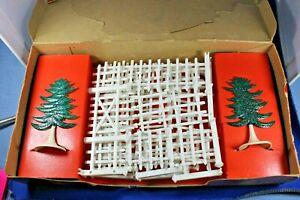 Plasticville - O/S #JC-3 Build A Fence - Rare HTF Green w/flakes - Box