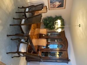 drexel heritage dining table, chairs, China cabinet, 2 leaves, table pads