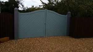 Timber wooden gates 70mm swan neck pair with herinbone boarding. 9ft wide