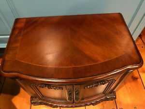 Broyhill end table with Mahogany top