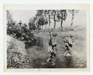 Vtg Militär WWI Presse Foto American Soldaten Und Tank Ford Canal IN Frankreich