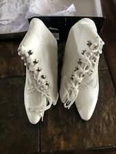 Ellie Womens 2.5 Inch White Lace Boots Size 8