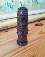 Boite à criquet en bois sculpté