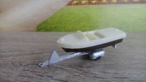 VERY RARE Tootsietoy Criscraft runabout boat Cream-brown  1/72 approx .