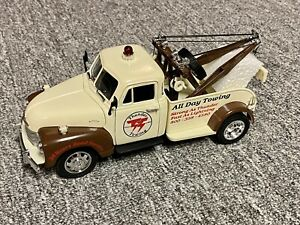 1953 Chevy Wrecker 1/24 Scale Brown & Tan Thunder Towing Tow Truck Diecast