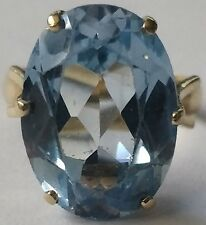 Large 18K Solid Yellow Gold and Topaz Ring Size 7